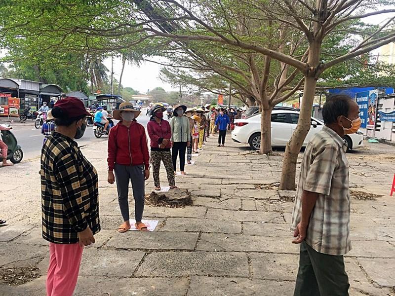 Bình Thuận hỗ trợ mỗi hộ nghèo 1 triệu đồng từ Qũy phòng chống COVID-19 - ảnh 1