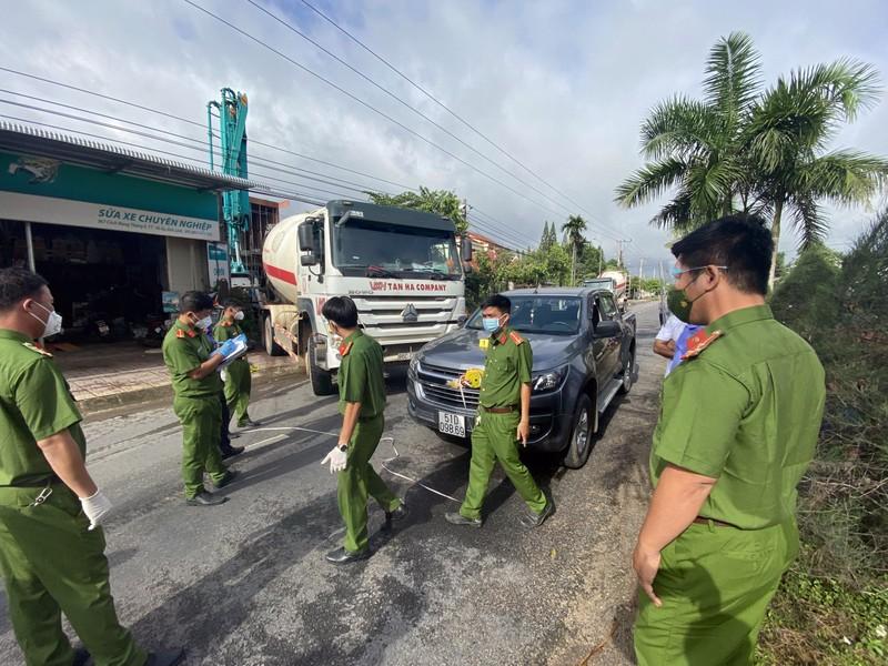 Bắt giam người dùng ô tô chặn xe chở bê tông vào công trình - ảnh 1