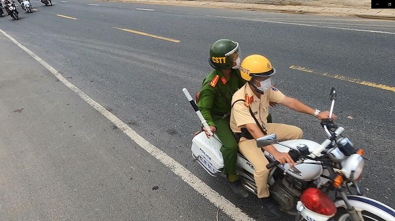 CSGT 3 tỉnh đưa hàng ngàn công nhân từ Đồng Nai về Ninh Thuận - ảnh 9