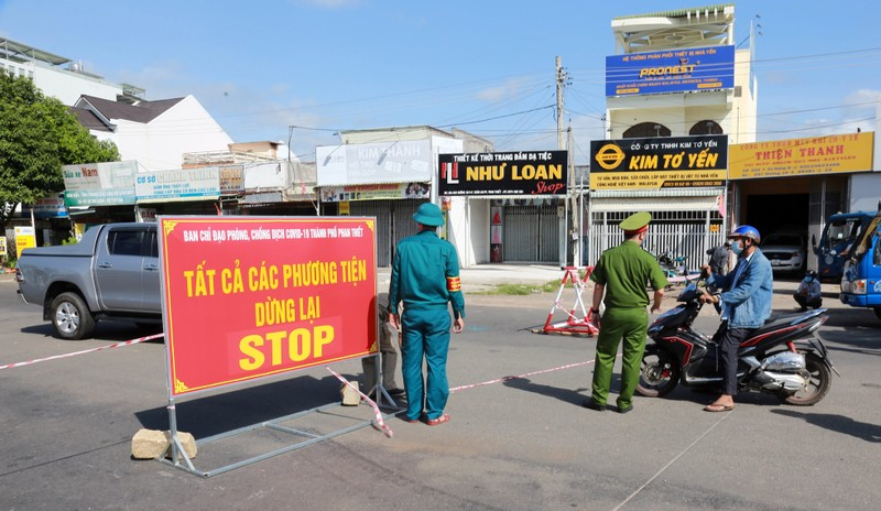 Người từ TPHCM đã tiêm đủ liều vaccine về Bình Thuận tự theo dõi tại nhà 7 ngày  - ảnh 1