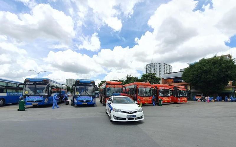 Khen thưởng xe Phương Trang và Minh Nghĩa đưa hàng ngàn người về quê miễn phí - ảnh 1