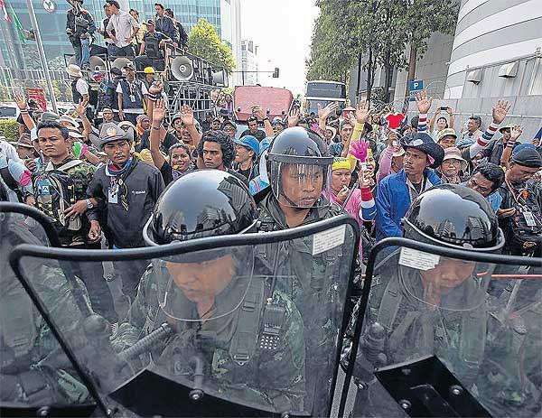 Chiến dịch đóng cửa Bangkok: Đảng đối lập mở màn cuộc chiến pháp lý - ảnh 1