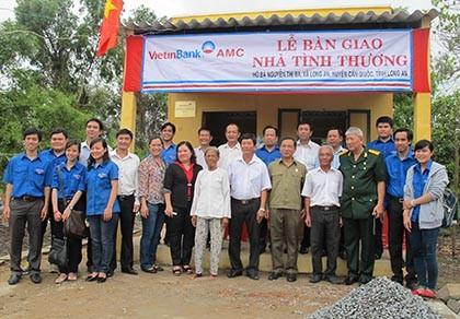 Hội Cựu chiến binh Sở Tư pháp Tp.HCM trao nhà tình thương cho dân nghèo - ảnh 1