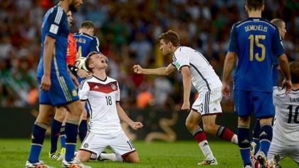 Khoảnh khắc đăng quang đầy cảm xúc của nhà vô địch thế giới Đức - ảnh 2