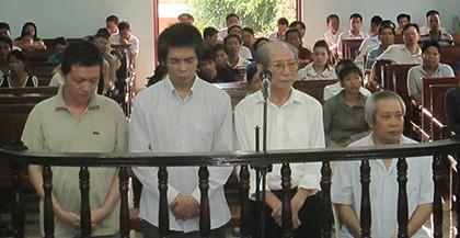 Đề nghị 49 đến 53 năm tù cho nhóm lừa bán thiên thạch giả - ảnh 1