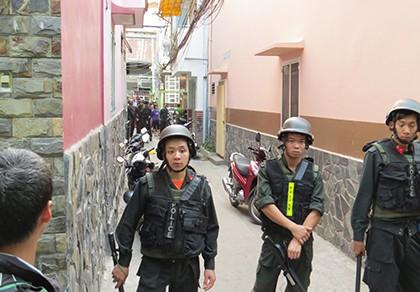 Gần 100 cảnh sát vây bắt đàn em trùm ma túy Nhật 'khùng' - ảnh 1
