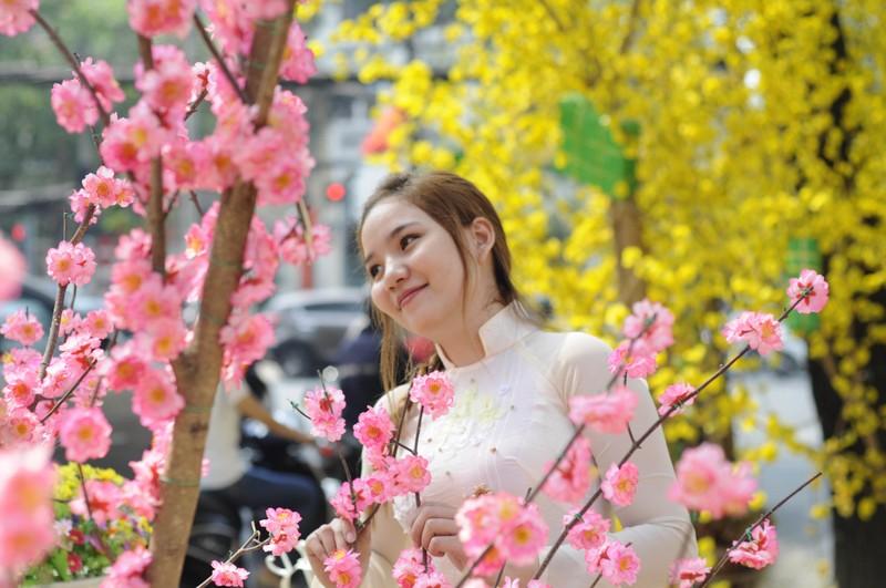 Người đẹp khoe sắc cùng hoa tết Ất Mùi - ảnh 16