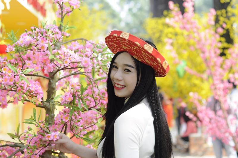 Người đẹp khoe sắc cùng hoa tết Ất Mùi - ảnh 19