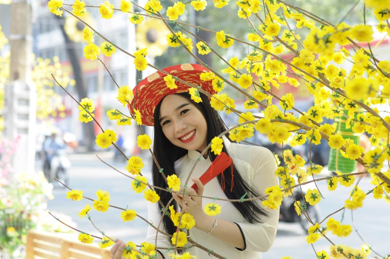 Người đẹp khoe sắc cùng hoa tết Ất Mùi - ảnh 22