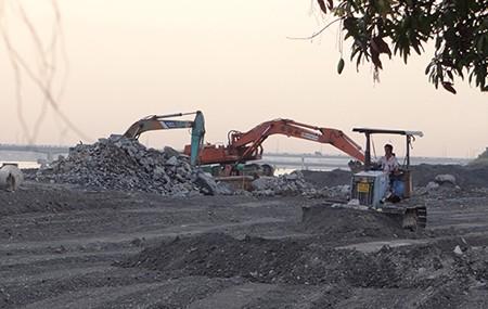 Cảnh lấp sông Đồng Nai trước giờ tạm ngưng - ảnh 11