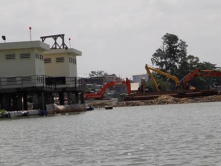 Cảnh lấp sông Đồng Nai trước giờ tạm ngưng - ảnh 5