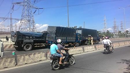 Tai nạn liên hoàn trên quốc lộ 1A - ảnh 1
