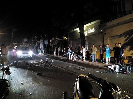 Hai xe máy đối đầu trực diện, 2 người chết, 1 bị thương - ảnh 2