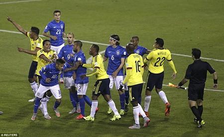 Neymar 'nổi điên', trận Brazil - Colombia kết thúc trong bạo lực - ảnh 4