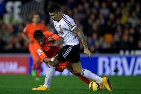 Hậu vệ xuất sắc nhất La Liga tuyệt vọng vì không thể đến M.U - ảnh 1