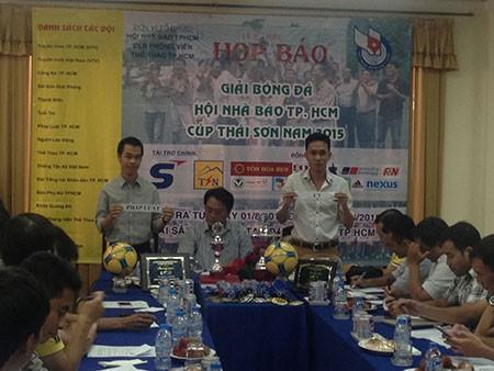 Bốc thăm giải bóng đá hội nhà báo: Pháp luật TP. HCM 'đụng' HTV - ảnh 1
