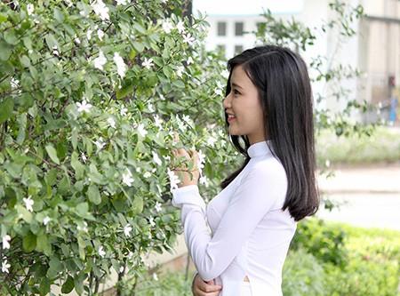 'Nữ sinh phong cách' Trần Bảo Như dịu dàng trong tà áo dài - ảnh 1