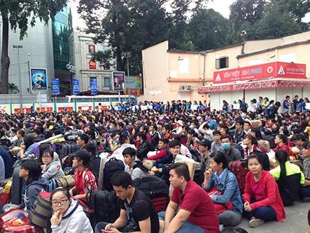 Tiễn 2.500 sinh viên về quê đón tết - ảnh 6