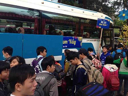 Tiễn 2.500 sinh viên về quê đón tết - ảnh 8