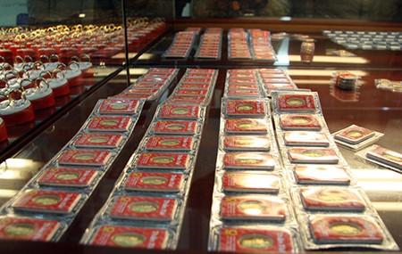 Chen nhau mua vàng lấy 'vía' thần tài đầu năm - ảnh 13