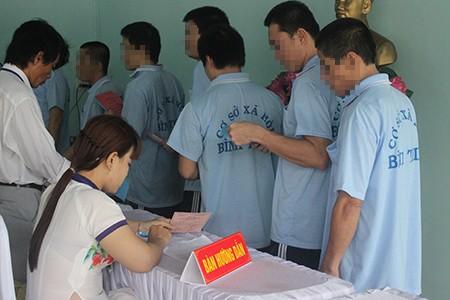 Hàng trăm học viên trại cai nghiện đi bầu cử - ảnh 1