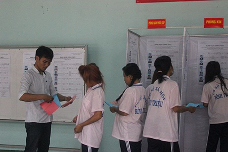 Hàng trăm học viên trại cai nghiện đi bầu cử - ảnh 3