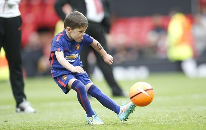Theo chân Rooney,Ibrahimovic cho 2 con trai gia nhập MU - ảnh 2