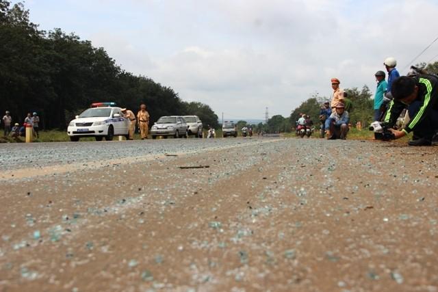 Hai xe khách tông nhau, 15 người bị thương - ảnh 4