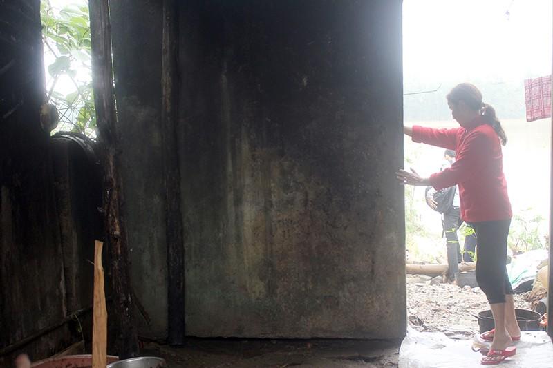 Sạt lở nhiều điểm trên sông Hương, người dân sợ sập nhà - ảnh 3