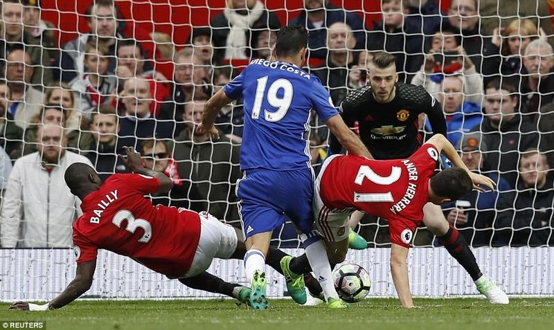 Nhìn lại màn đại chiến kinh điển giữa MU và Chelsea - ảnh 7