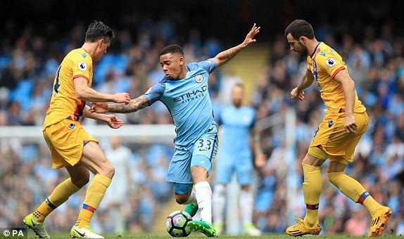 """Man City đẩy MU và Arsenal vào """"cuộc chiến"""" sống còn - ảnh 2"""
