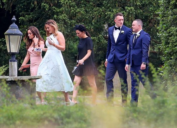 Gạt mùa giải thất bại, sao MU làm lễ cưới - ảnh 7