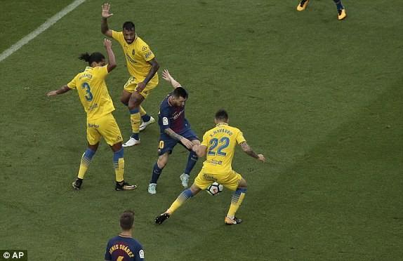 Messi rực sáng, Barca thắng 7 trận liền - ảnh 2
