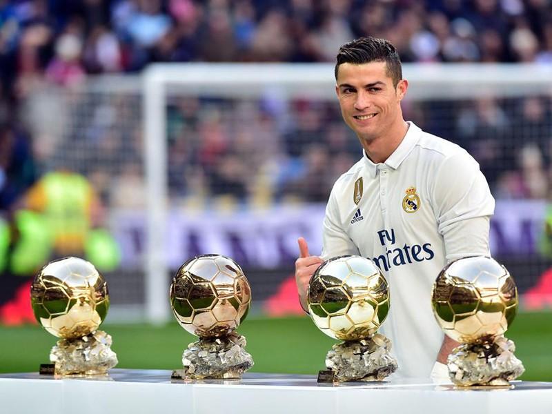 Tấm lòng vàng của Ronaldo: Hiến máu, bán quả bóng vàng - ảnh 1