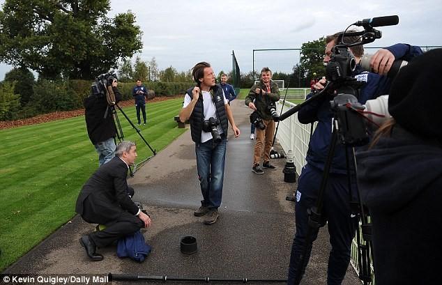 'Làm rơi' 300 triệu của phóng viên,cựu sao MU hốt hoảng - ảnh 7