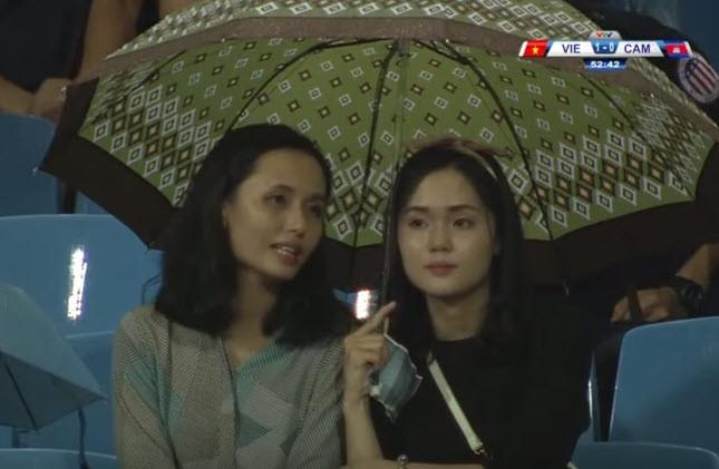 Thắng Campuchia, HLV Mai Đức Chung liên tục nói cảm ơn - ảnh 1