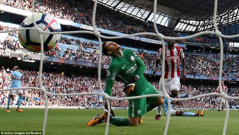 Man City hủy diệt Stoke, Chelsea thua sốc đội cuối bảng - ảnh 2