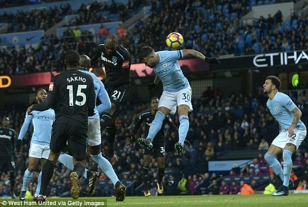 Guardiola chỉ ra điểm yếu khiến Man City có thể thua MU - ảnh 3