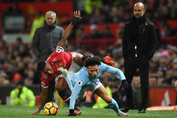 Wenger mượn Sumo bênh... Mourinho - ảnh 2