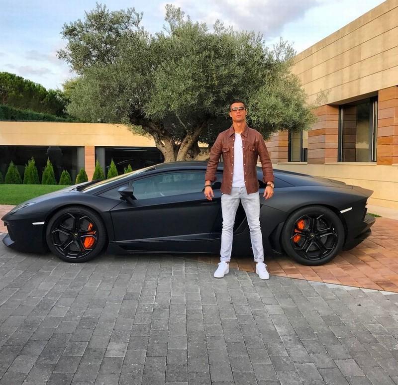 Kinh ngạc bên trong dinh thự siêu sang của Ronaldo - ảnh 13