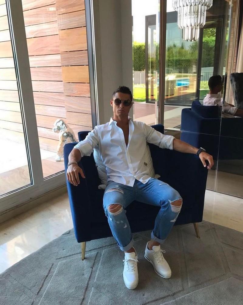 Kinh ngạc bên trong dinh thự siêu sang của Ronaldo - ảnh 3