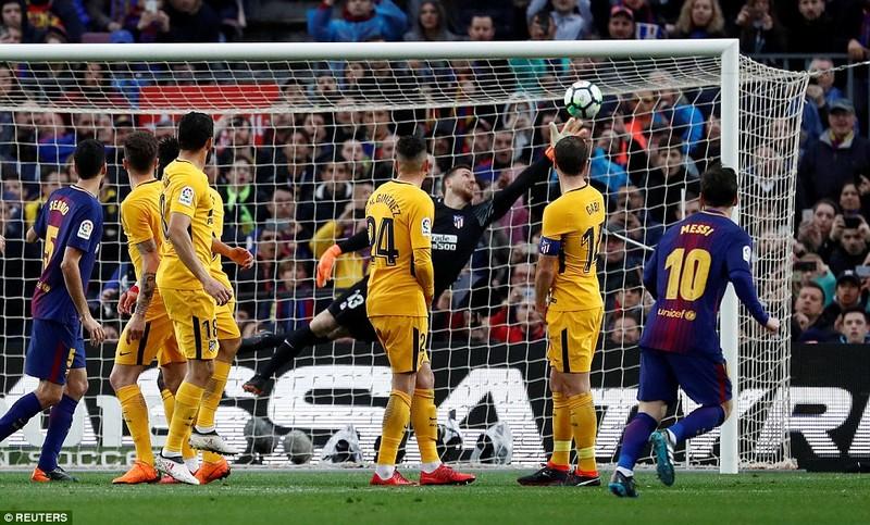Messi ra chân thiên tài, Barcelona tiến gần ngôi vương - ảnh 4