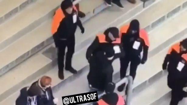 Bị bắt vì thủ dâm ngay trên khán đài ở giải Bundesliga - ảnh 2