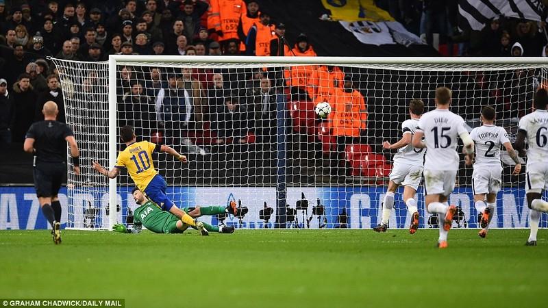 Ngược dòng 3 phút hạ Tottenham, Juve theo chân Man City - ảnh 4