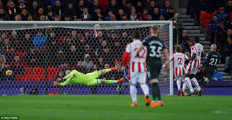 Man City vô địch ngay trước mặt cầu thủ MU - ảnh 2