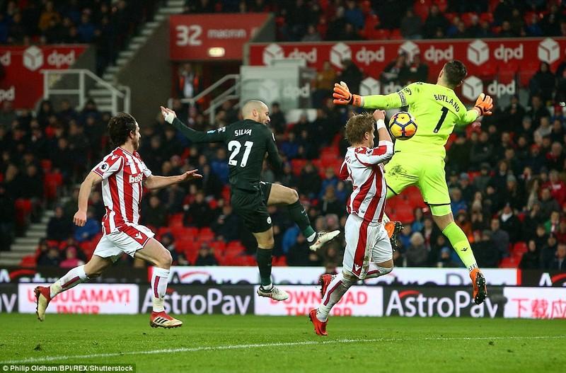 Man City vô địch ngay trước mặt cầu thủ MU - ảnh 3