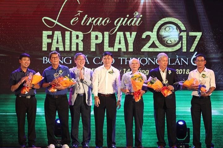 Văn Toàn giành cú đúp giải thưởng Fair Play 2017 - ảnh 11
