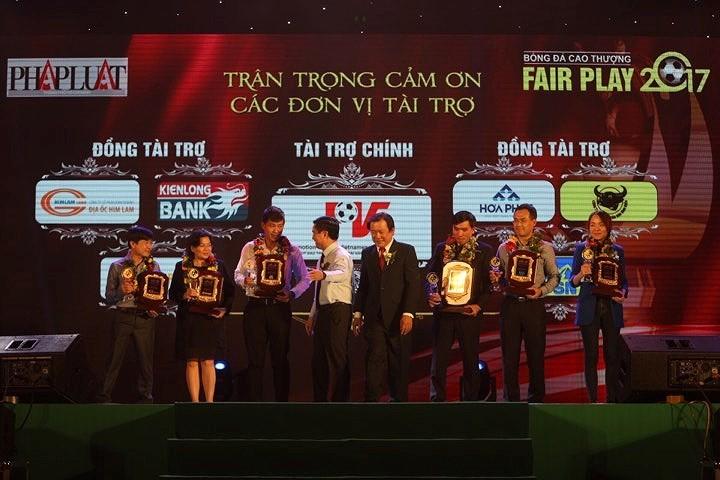 Văn Toàn giành cú đúp giải thưởng Fair Play 2017 - ảnh 13