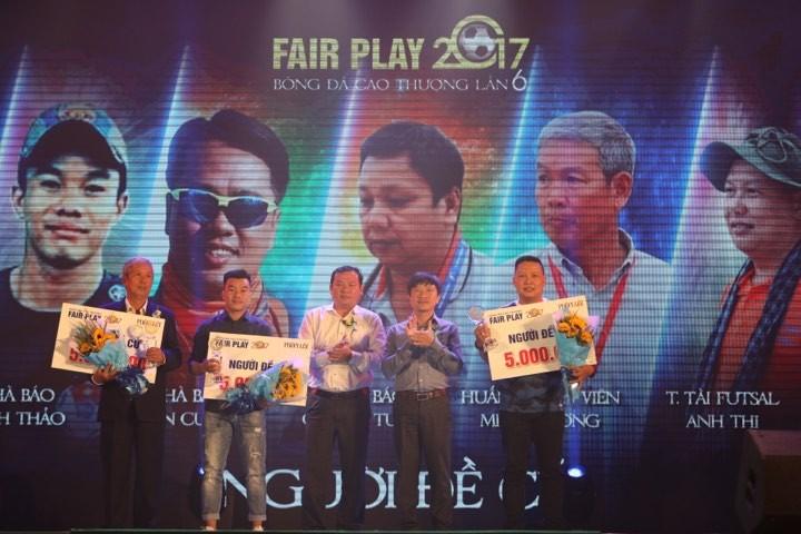 Văn Toàn giành cú đúp giải thưởng Fair Play 2017 - ảnh 7