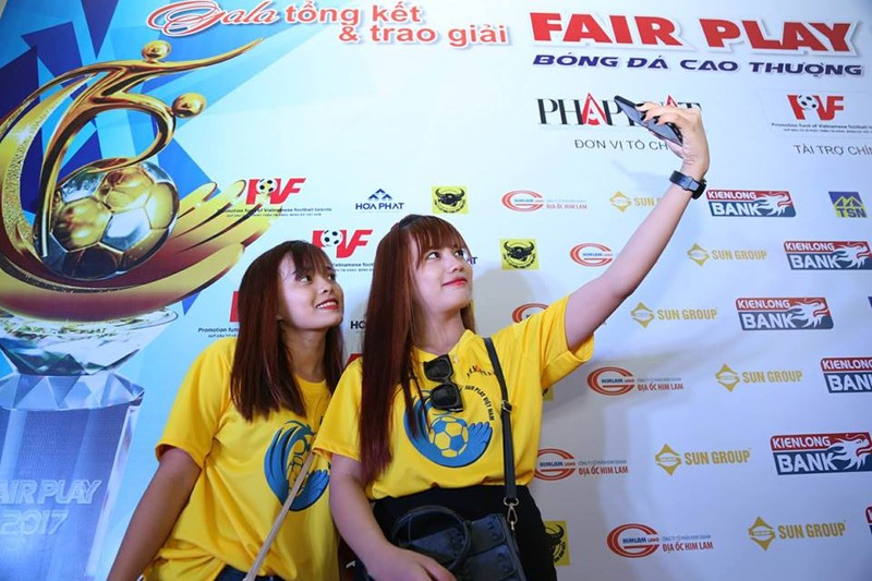 Văn Toàn giành cú đúp giải thưởng Fair Play 2017 - ảnh 56